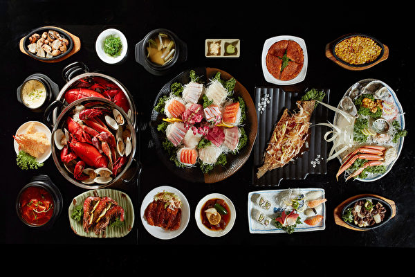 黄金寿司店里的欢聚大餐