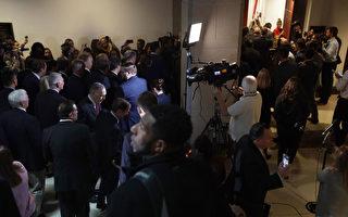 美众院弹劾僵局 30共和党议员闯入听证会