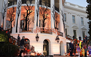 组图:迎接万圣节 川普夫妇白宫款待儿童