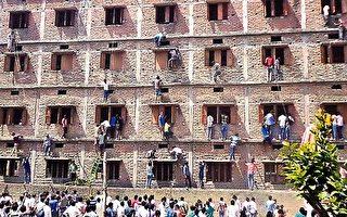 防舞弊 印度学生头套纸箱应试 校方挨轰