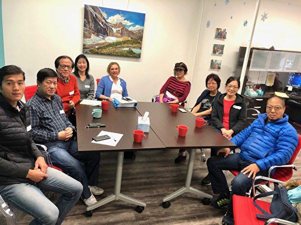 圖:省議員羅珍妮舉辦咖啡茶餐,聽取華裔社區的意見。(羅珍妮提供)