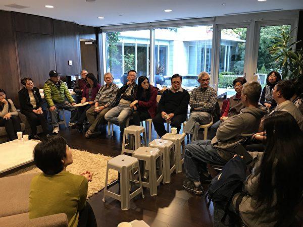 圖:大溫哥華台灣僑界聯合會舉辦研討會,邀請年輕人暢談時局世事,傾聽他們的想法與建議。圖為研討會現場。(邱晨/大紀元)