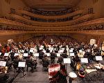 2019年10月12日,享誉全球的神韵交响乐团连续第八年莅临纽约卡内基音乐厅(Carnegie Hall),为观众带来两场东西方音乐合璧的演出。(戴兵/大纪元)