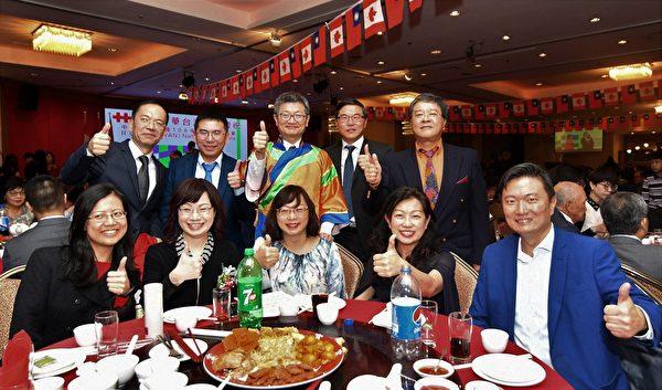 圖:台灣大學溫哥華校友會,參加「慶祝中華民國108 年國慶晚宴」的演出,贏得滿堂喝彩。(邱麗蓮會長提供)