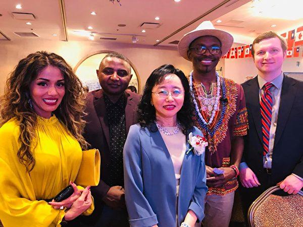 圖:溫哥華舉辦「中華民國建國108年雙十國慶晚宴」,近千位台灣僑胞、政商名流及各國代表齊聚一堂。(楊晟帆提供)