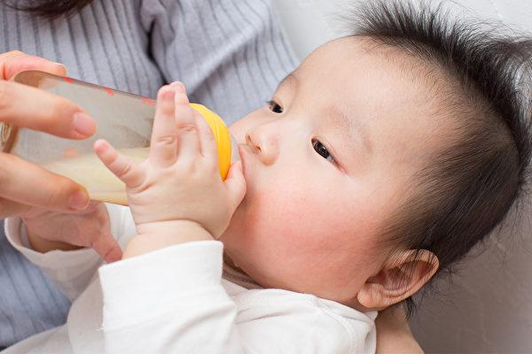 50%孕妈咪放弃亲喂 医师:4技巧顺利喂母乳