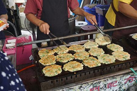 美食區香噴噴的香草煎餅。(廖素貞/大紀元)