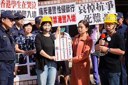 台湾团结联盟14日召开记者会,呼吁政府应禁止具有港警、速龙小队、中国公安与武警身份者入境台湾,制止中共侵犯人权的犯罪行为。