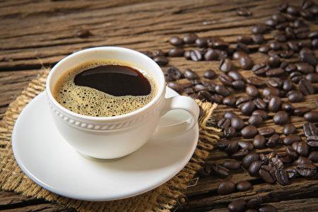 早上起來應該喝咖啡還是紅茶?(Shutterstock)