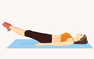 核心運動能鍛鍊背部與腹部的核心肌群,幫助消除小腹贅肉。(Shutterstock)