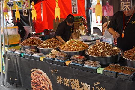 集台灣美食於一場的美食區,想吃什麼都有!(廖素貞/大紀元)