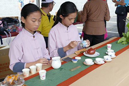 弓鞋国小小小泡茶师以茶席推展在地茶文化。