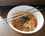 常以泡麵等現代食物果腹但缺乏重要營養素的飲食方式,已造成東南亞數千萬名兒童瘦得不健康或過重。(Pixabay)