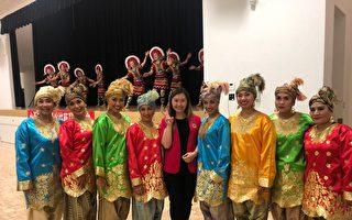 图:省议员康安礼举办中秋多元文化庆典活动,体现着加拿大多元文化特色。(李宁提供)