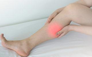 小腿抽筋疼痛難忍,中醫教你如何改善抽筋。(Shutterstock)