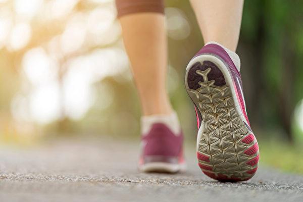 鞋底磨損 小心身體出問題 5種磨損位置你是哪種
