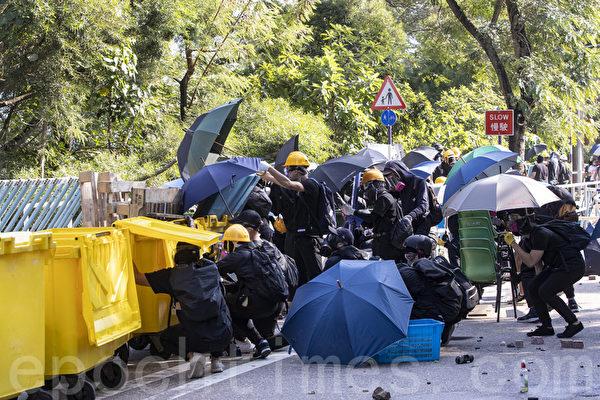 港防暴警闯入大学搜捕学生 学界痛批