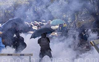 港警於中文大學狂射催淚彈 學生臉部中彈