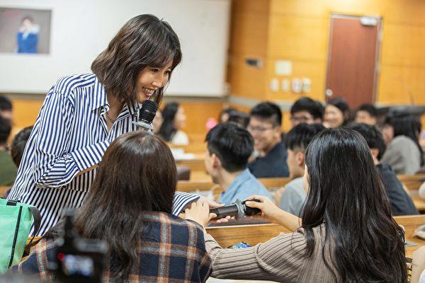 A-Lin受邀在臺灣科技大學講課