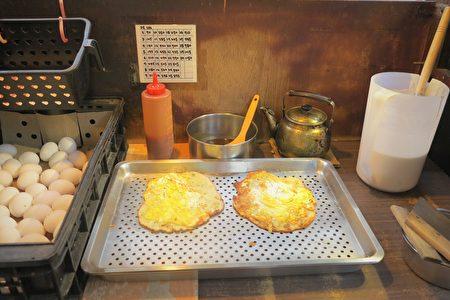 香酥蛋餅淡淡的麵香,慢慢在齒間流溢。