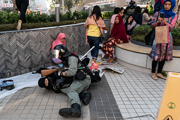 11月10日,香港警方抓捕抗議者。(Anthony Kwan/Getty Images)