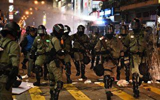 11月10日,防暴警察在旺角出動水炮車。(PHILIP FONG/AFP via Getty Images)