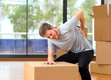 腰椎間盤突出症,多發,易復發,多因久坐,開車,或抬重物等引起加重。