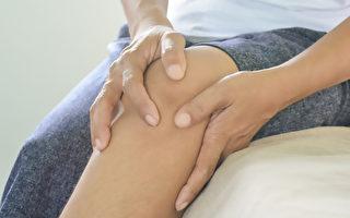 腱鞘巨細胞瘤通常發生於膝蓋處,症狀是膝蓋腫脹、疼痛、僵硬無力。(Shutterstock)