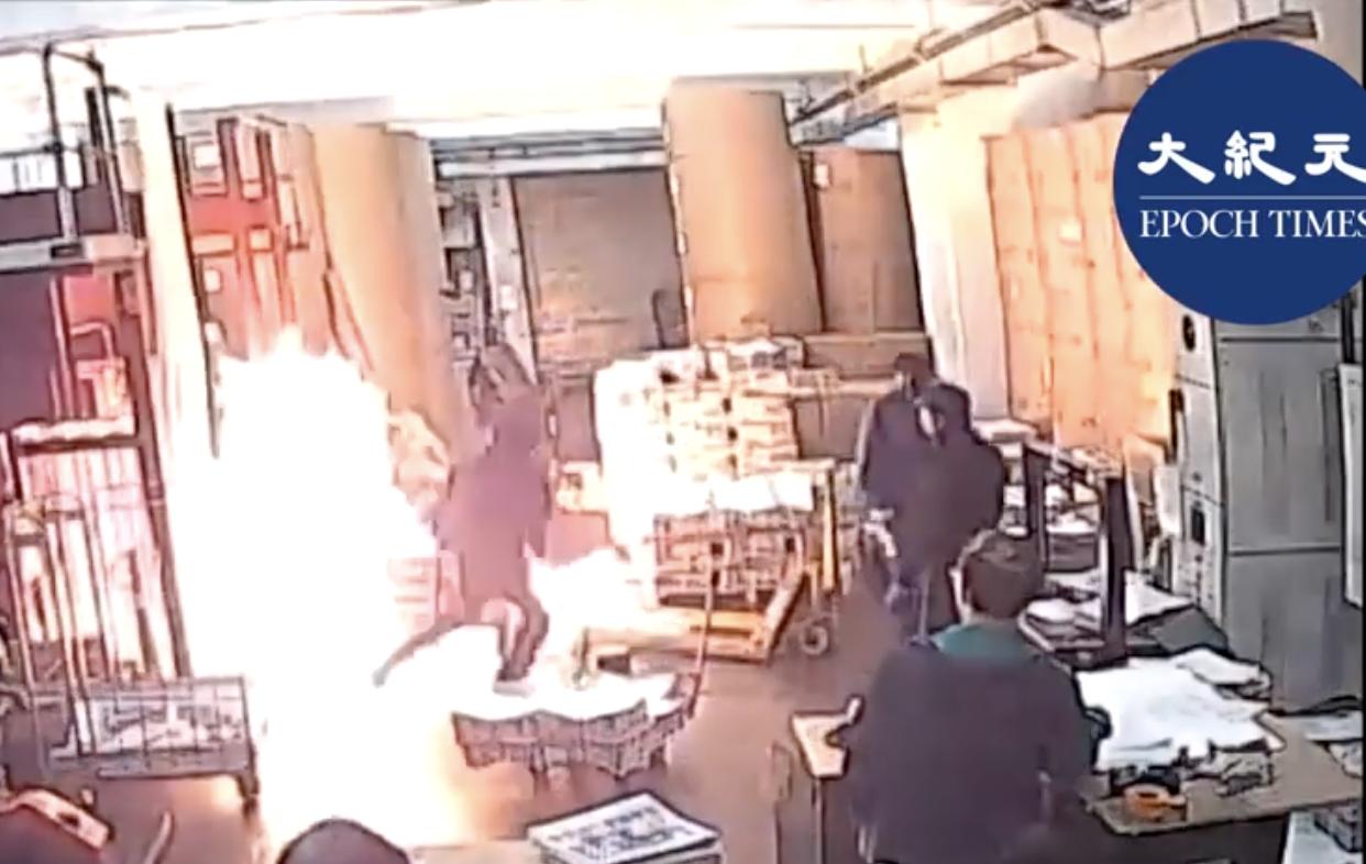11月19日凌晨,承印香港《大紀元時報》的印刷廠遭中共雇凶縱火。(大紀元視頻截圖)