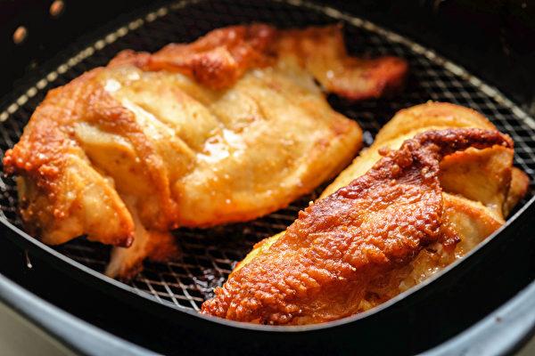 高温烹调料理藏大肠癌风险,近年来流行的气炸锅也存有相同的危害。(Shutterstock)