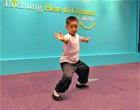 """吴宗修小小身躯展现过人力道,在记者会中,他演示传统武术""""大内八极拳法""""、虎虎生风。"""