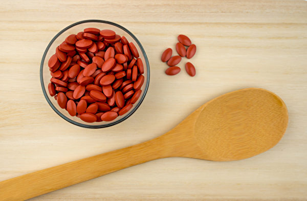 一些特制的锭剂保健品,如肠溶锭,能降低其中成分被胃酸及消化酵素破坏的机会。(Shutterstock)