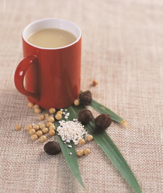 糯米桂圆豆浆有助改善烦燥、潮热等更年期症状。(幸福文化提供)
