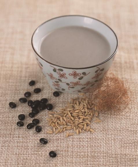 玉米须燕麦降糖豆浆,有助促进胰岛素分泌,对抗血糖升高。(幸福文化提供)