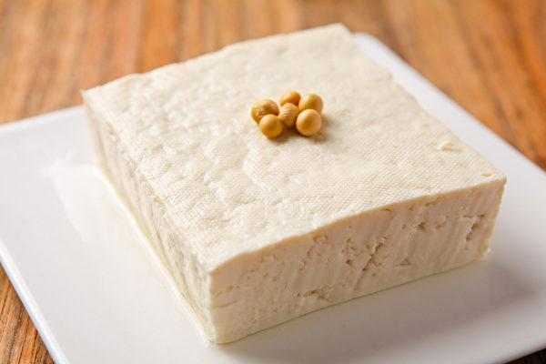 用豆腐减肥的正确方法,是用对的食物搭配,并注意三餐营养均衡,这样效果更持久。(Shutterstock)