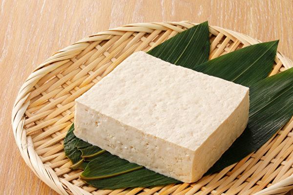豆腐营养丰富、热量低、还可增加饱足感,是理想的减肥食物。(Shutterstock)