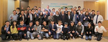电网学校暨人才发展联盟第二次奖学金颁发典礼,联盟厂商与获奖学员合影。