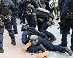 組圖3:38萬港人遊行 警抓人射催淚彈