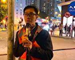 12月6日,周偉雄向記者解釋,在葵青聯校集會有青年因展示「五大訴求 缺一不可」橫額,遭警察帶走(大紀元視頻截圖)