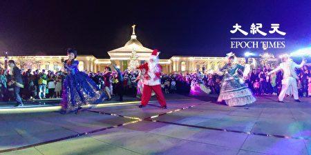 奇美博物館聖誕大舞會,貴族們踏起輕快舞步帶動氛圍,呈現歡樂的美式復古風。