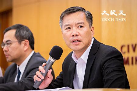 远东航空无预警宣布13日起停止一切营运,远航副总经理黄育祺(右)12日召开记者会说明。