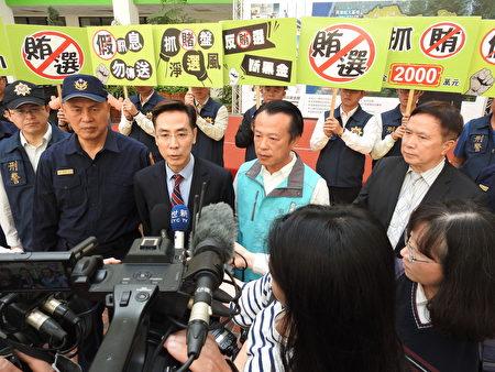 嘉義地檢署檢察長繆卓然(中)接受媒體聯訪,宣示查賄決心。