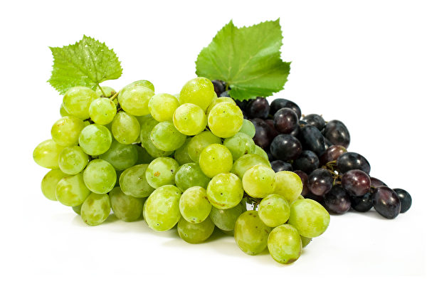 bunch of ripe green and red grapes isolated on white Fotolia