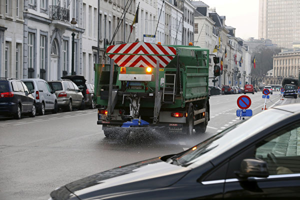 A deicing truck with salt-spraying device drives through the streets of Brussels after an ice night, ahead of a Minister's council meeting of the Federal Government, in Brussels, Friday 18 January 2019. BELGA PHOTO NICOLAS MAETERLINCK (Photo credit should read NICOLAS MAETERLINCK/AFP via Getty Images)