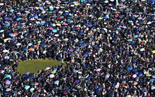 12.8港人大游行开始 警曾举旗要放催泪弹