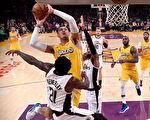NBA圣诞大赛 湖人不敌快船惨遭4连败