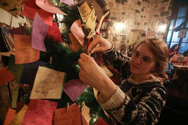 美國公司CEO給每位員工親寫聖誕卡 9200張