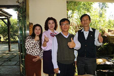 五柳園休閒農場負責人蔡總(右2)與友人合照。