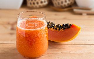 木瓜蜜奶不仅有着木瓜清香和绵密口感,还有美白除斑、护眼、降脂的益处。(Shutterstock)