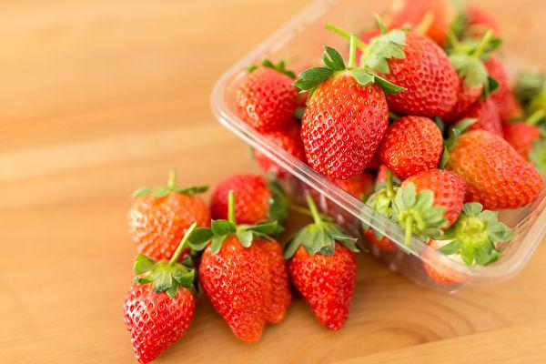 草莓有護膚、控血糖和血脂等功效,怎樣處理能保留更多營養?(Shutterstock)